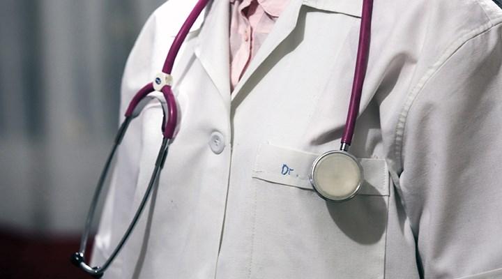 Koronavirüse yakalanan aile hekimlerine maaş kesintisi