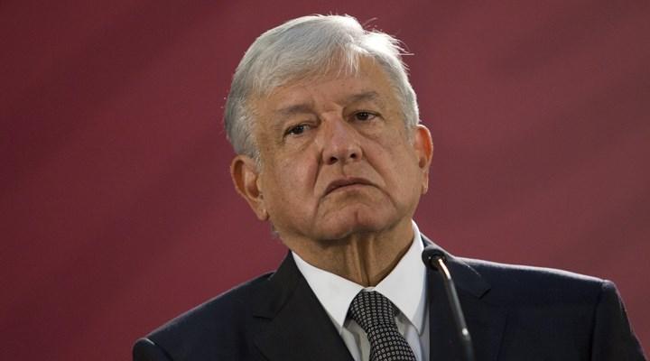 Meksika Devlet Başkanı Obrador, El Chapo'nun annesinin elini sıktı