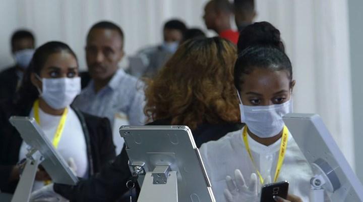 Güney Afrika'da sağlık çalışanları, yeterli ekipman sağlamayan hükümete dava açtı