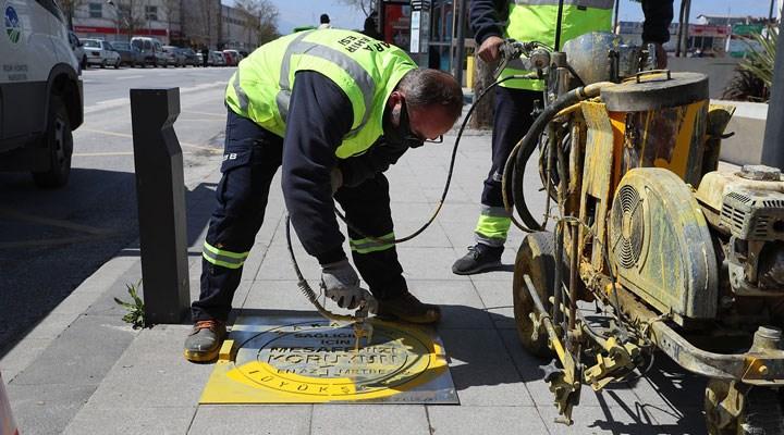 Sakarya Büyükşehir Belediyesi, yollara sosyal mesafe uyarıları yazdı