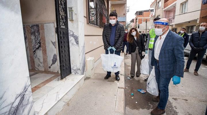 İzmir'de gıda paketi yardımı sürüyor: Tunç Soyer çalışmalara katıldı