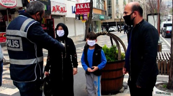Çocuğuyla sokağa çıkan baba: Ölürse benim çocuğum, sana ne oluyor
