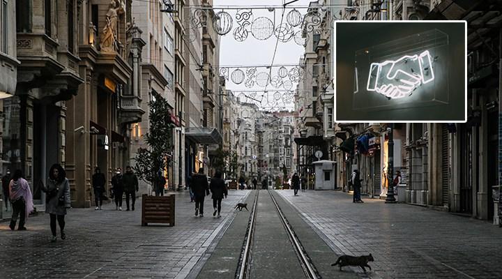 İstiklal Caddesi'nde tokalaşan 3 kişiye biner lira ceza kesildi