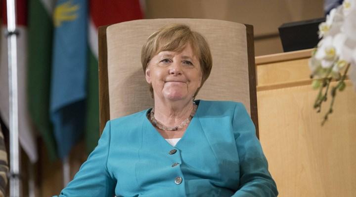Almanya Başbakanı Merkel: Uzunca bir süre pandemiyle yaşayacağız