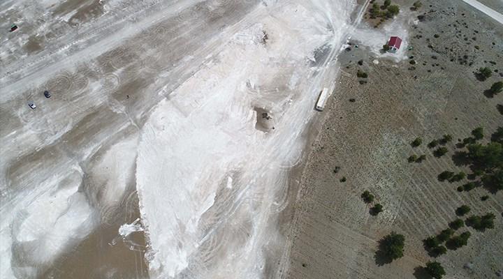 Salda Gölü'ndeki talandan geriye derin çukur ve lastik izleri kaldı