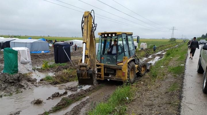 Mevsimlik tarım işçilerinin yardımına Ceyhan Belediyesi koştu