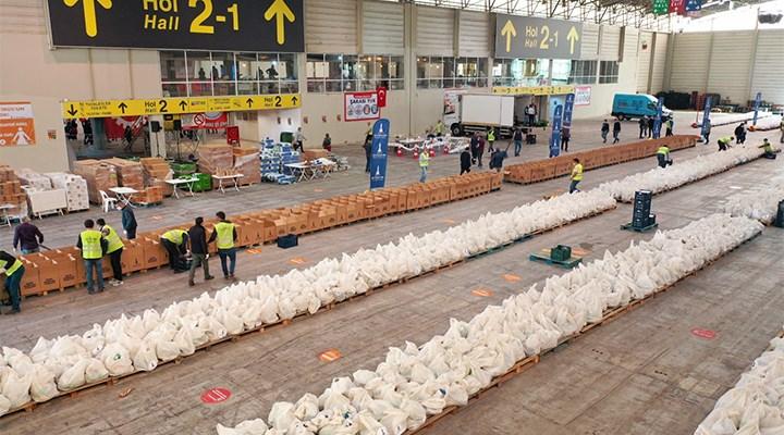 İzmir'de 'Biz Varız' kampanyası sürüyor: 124 bin gıda kolisi dağıtıldı