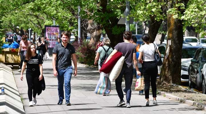 Gençlik araştırması: AKP'li ve MHP'li gençler de yurtdışına gitmek istiyor