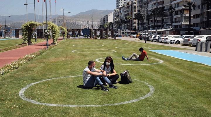 İzmir'de yeşil alanda çemberli sosyal mesafe dönemi