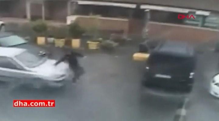 Şaka yapmak için arkadaşının üzerine otomobilini sürdü