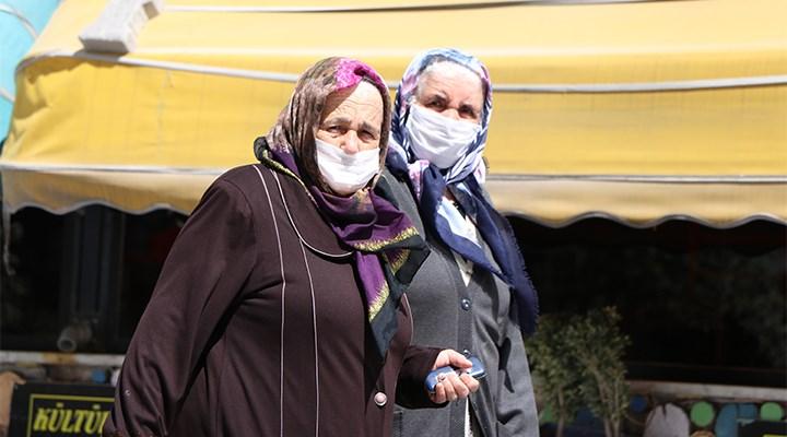 65 yaş ve üstü yurttaşlar, bayramın ilk gününü sokaklarda geçirdi