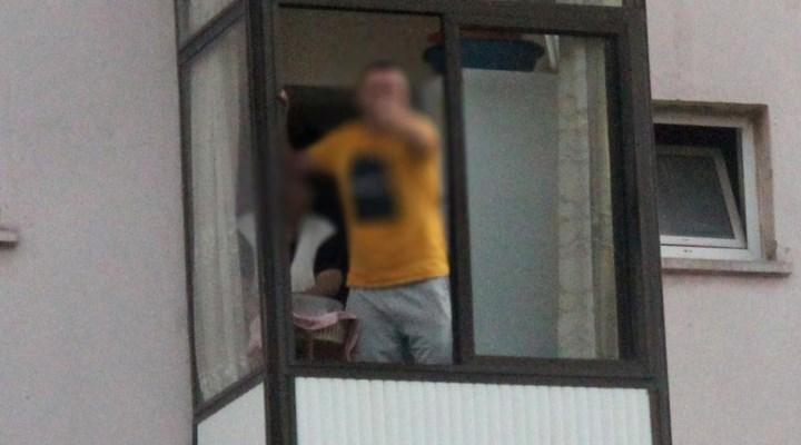 'Dur' ihtarına uymayan ve balkondan polislere 'Hadi gelin de ceza yazın' diyen sürücüye 5 bin 32 lira ceza kesildi