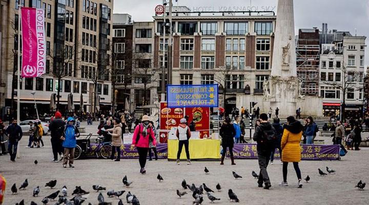 Hollanda, Türkiye'ye tatile gidenleri zorunlu karantinaya tabi tutacak