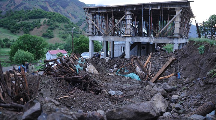 Bingöl'de 5.7 büyüklüğünde deprem: 1 kişi yaşamını yitirdi