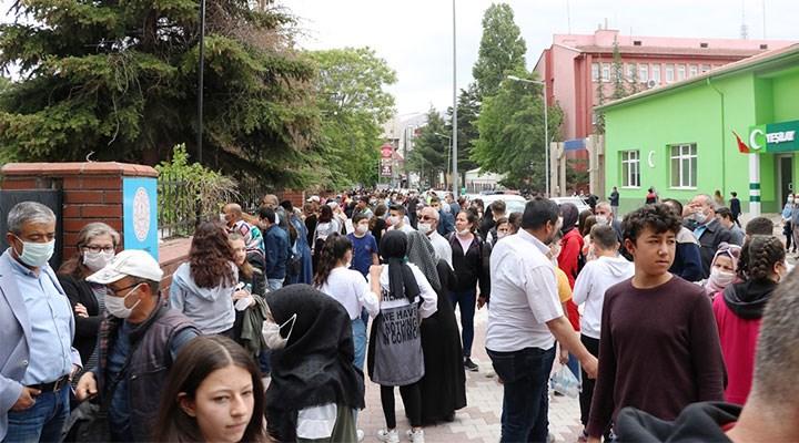 'Huzurla' tamamlanan LGS'den kalanlar: Kitapçıklar karıştı öğrenciler karantinada