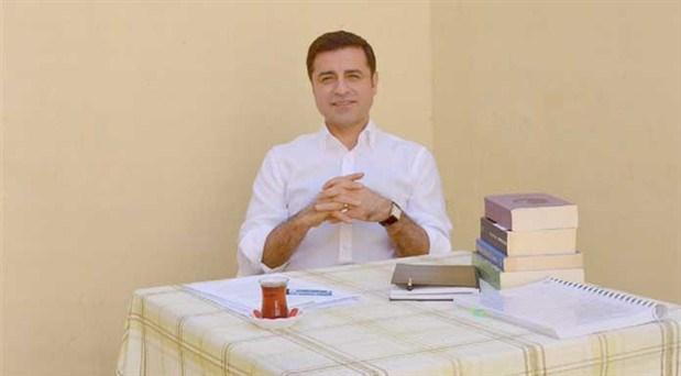 Demirtaş'tan ölüm orucundaki avukatlar için Adalet Bakanı'na çağrı