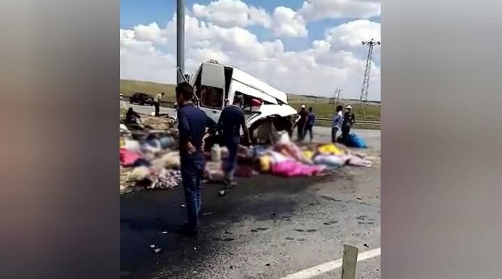 Tarım işçilerini taşıyan minibüs ile TIR çarpıştı: Ölü ve yaralılar var