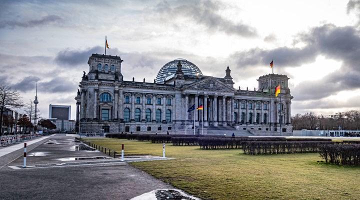 Almanya'da parlamento binasına kundaklama girişimi