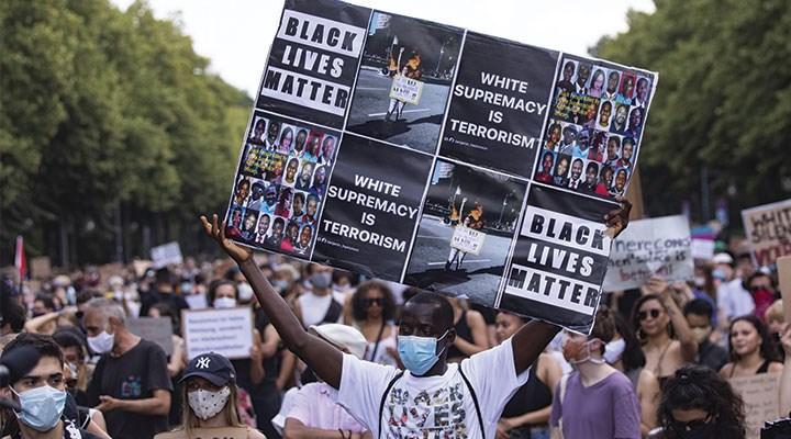 Irkçı semboller kaldırılıyor