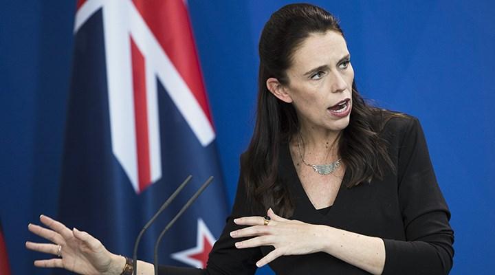 Yeni Zelanda'da koronavirüs kurallarını ihlal eden Sağlık Bakanı istifa etti
