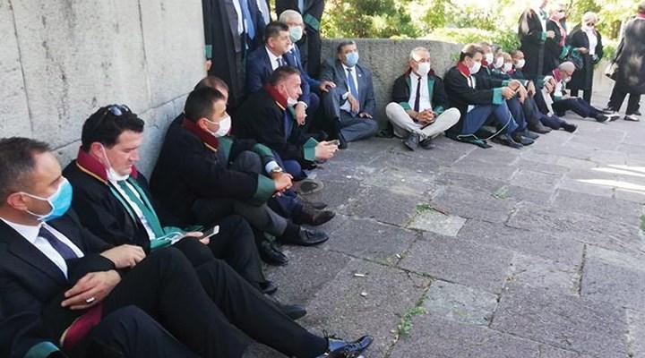 Çoklu baro görüşmeleri ikinci gününde devam ediyor: Baro başkanları dışarda
