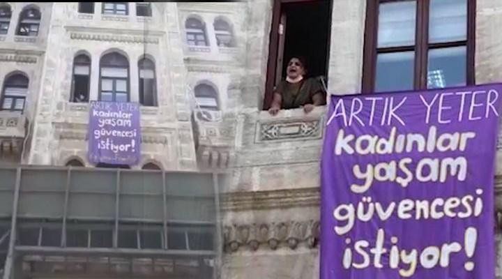 Bakanlığa 'İstanbul Sözleşmesi' pankartı asan kadınlara gözaltı