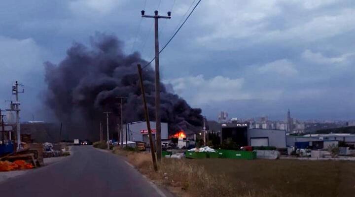 Gebze'de geri dönüşüm fabrikasında yangın