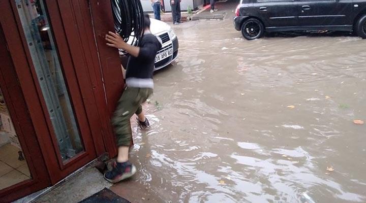 Şiddetli yağış hayatı olumsuz etkiledi