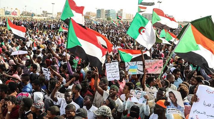 Sudan yine sokakta