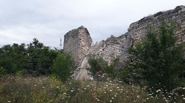 Tarihi İstanbul surlarının bir bölümü yıkıldı