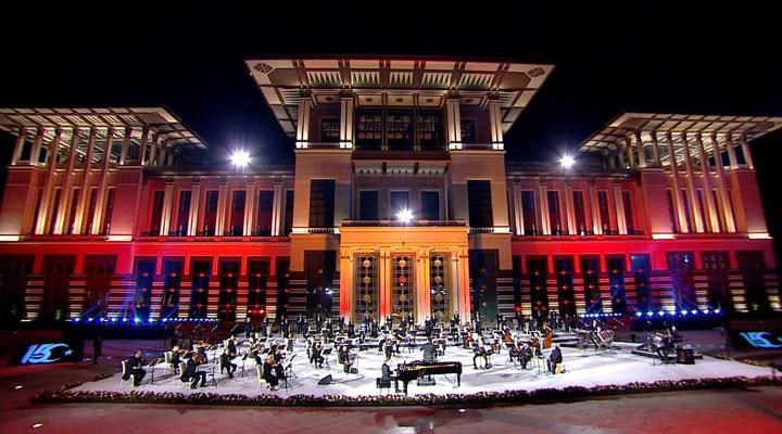 Saray'daki 15 Temmuz senfonisine katılan 'tasavvuf sanatçısı', Gülen'e özel konser vermiş!