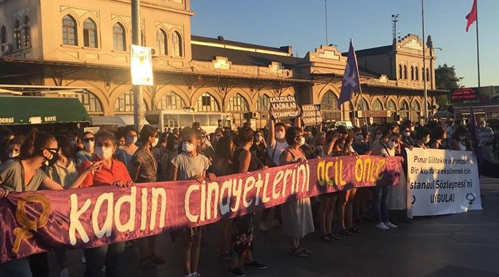 Kadınlar, kadın cinayetlerine karşı sokakta