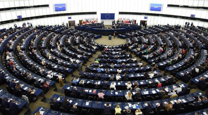 Liderlerin uzlaştığı uzun vadeli bütçeye Avrupa Parlamentosu'nda veto