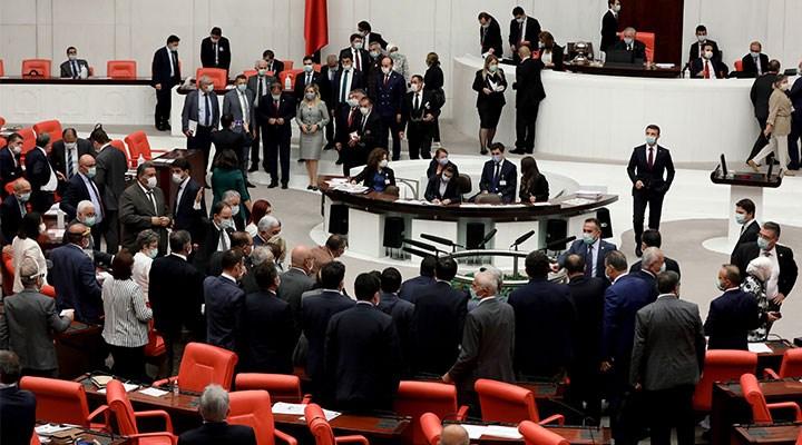 AKP geçmişini siliyor
