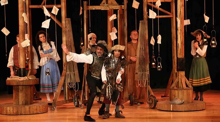 Bostanlı Suat Taşer Tiyatrosu'nda perde açıldı