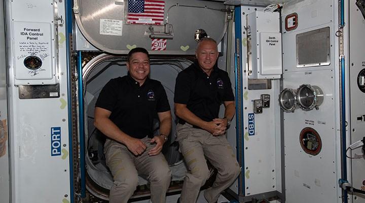 ABD'li astronotlar Space X aracıyla Dünya'ya döndü