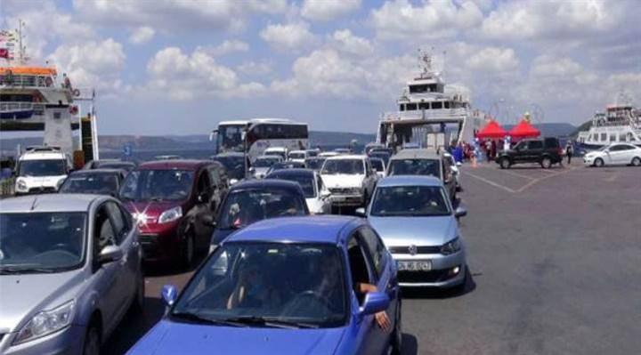 Çanakkale'deki iskelelerde tatilcilerin dönüş yoğunluğu sürüyor
