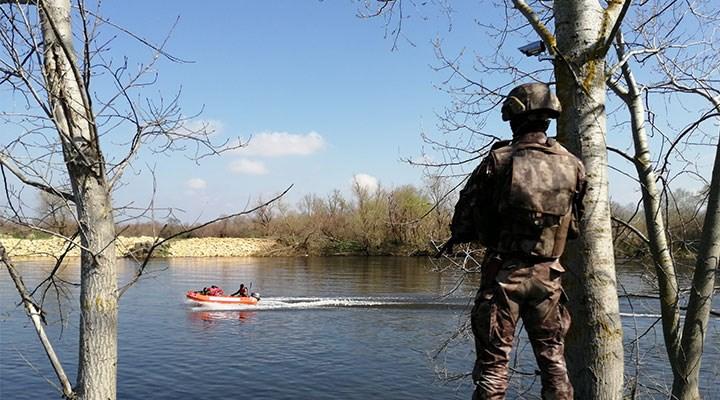 Düşersek nehre kurtulmamızın imkânı yok bu halde, biliyorum