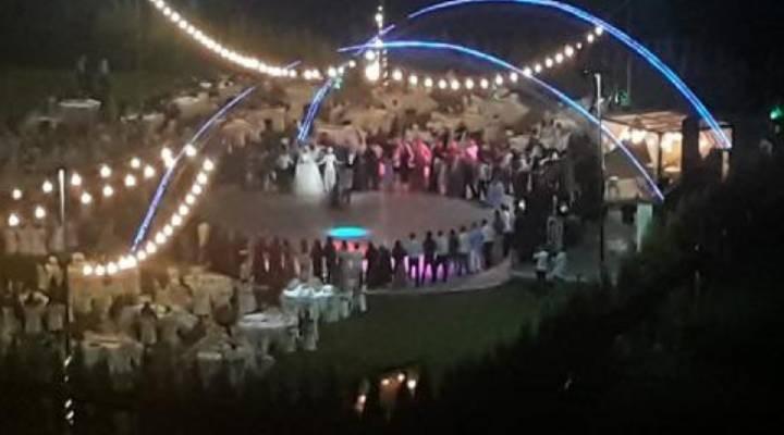 İzmir'de sosyal mesafesiz ve maskesiz düğün