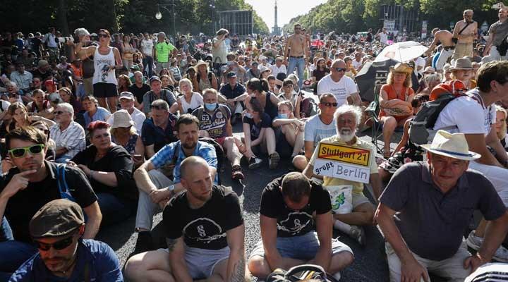 Almanya'da halk, 'koronavirüs protestoları' istemiyor