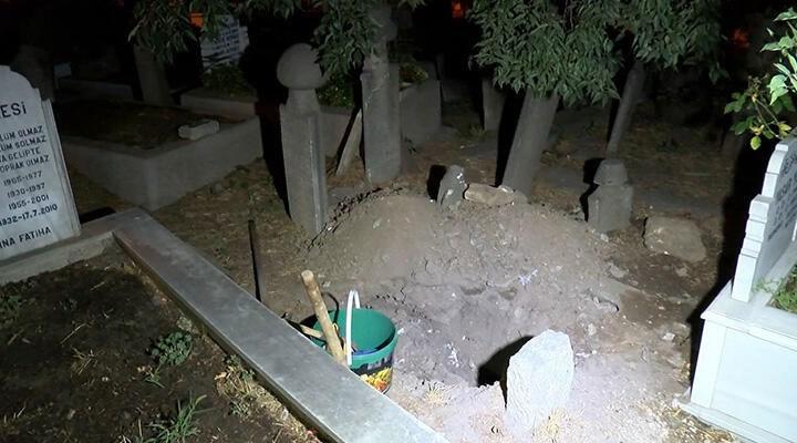 """Eyüpsultan'da mezarlıkta define arayan 3 kişi yakalandı: """"Dua ediyorduk"""""""