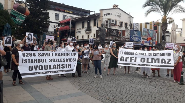 Antalya Kadın Platformu İstanbul Sözleşmesi için sokaklarda