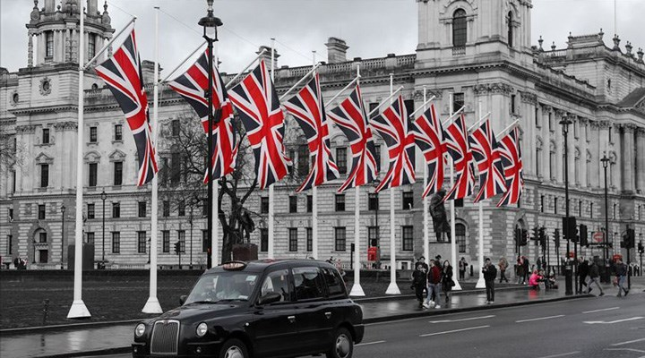 İngiltere, iki ülkeyi 'karantinadan muaf tutulan ülkeler' listesinden çıkardı