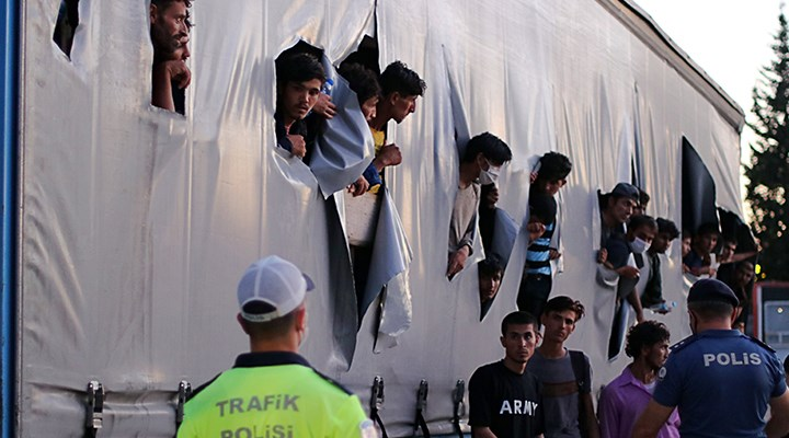 Samsun'da bir TIR'ın dorsesinde çok sayıda göçmen bulundu