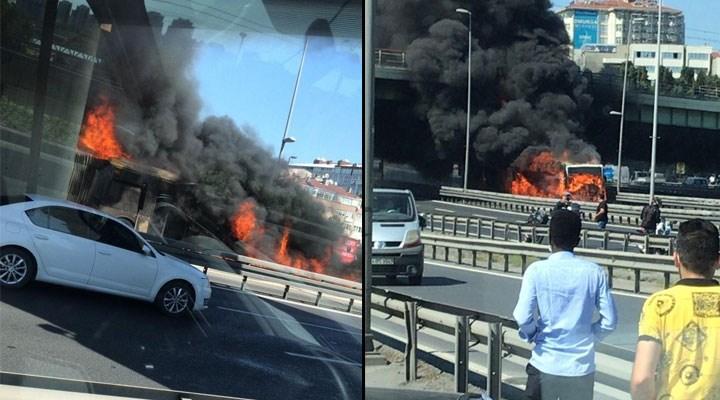 İstanbul'da bir metrobüs alev alev yandı!
