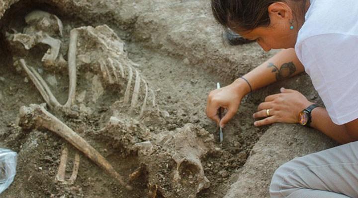Bilecik'te bir apartman bahçesinde 8 bin 500 yıllık insan iskeleti bulundu