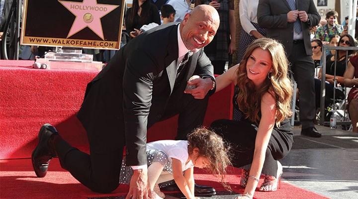 Ünlü oyuncu Dwayne Johnson, kendisinin ve ailesinin koronavirüse yakalandığını duyurdu