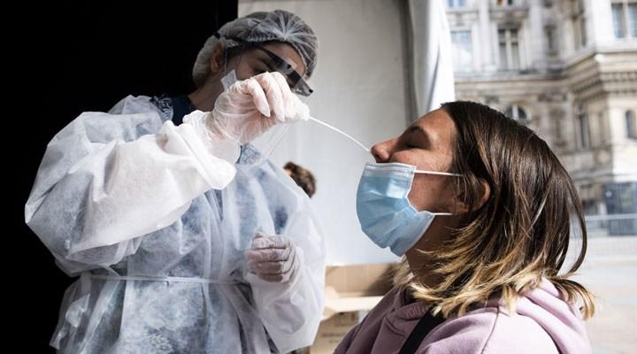 Bakan Koca: Son bir ayda virüse yakalananların yüzde 40'ı 20-40 yaş aralığında