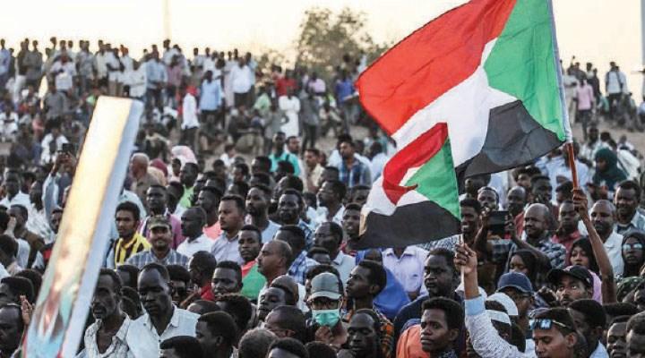 İslamcı diktatör El Beşir gitti, 'devrimler' peş peşe geldi: Sudan baharı