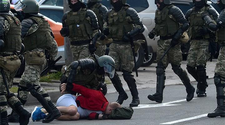 Belarus'taki protestolarda 400 kişi gözaltına alındı